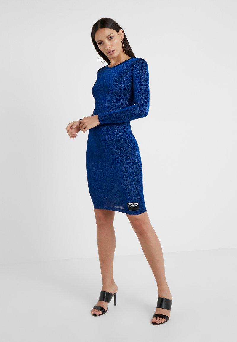 Versace Jeans Couture - Fodralklänning - blue