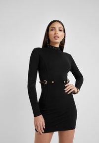 Versace Jeans Couture - Robe fourreau - black - 0