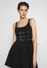Versace Jeans Couture - LADY DRESS - Vestito di jeans - nero - 3