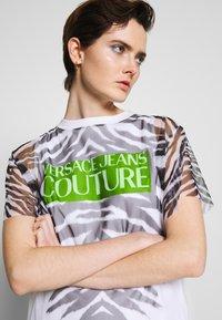 Versace Jeans Couture - Denní šaty - white - 3