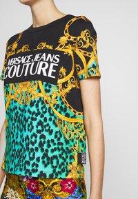 Versace Jeans Couture - LADY  - Print T-shirt - pure mint - 5
