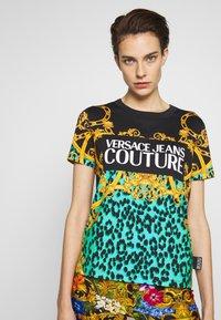Versace Jeans Couture - LADY  - Print T-shirt - pure mint - 3