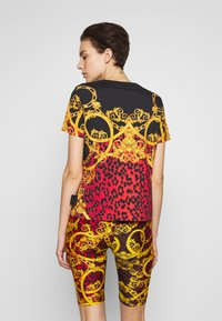 Versace Jeans Couture - LADY  - Print T-shirt - racing red - 2
