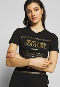 Versace Jeans Couture - Print T-shirt - black/gold - 3