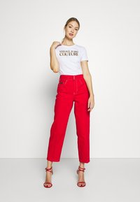 Versace Jeans Couture - LADY - T-shirt print - white gold - 1