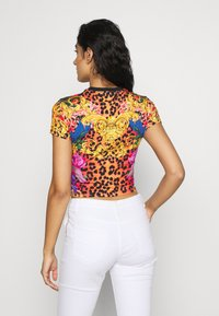 Versace Jeans Couture - LADY - T-shirt con stampa - rosa fluo - 2