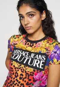 Versace Jeans Couture - LADY - T-shirt con stampa - rosa fluo - 3