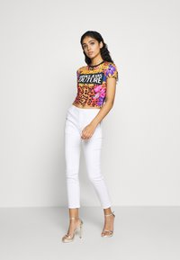 Versace Jeans Couture - LADY - T-shirt con stampa - rosa fluo - 1