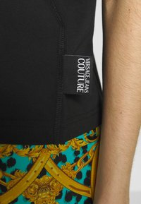 Versace Jeans Couture - LADY - Printtipaita - nero - 4