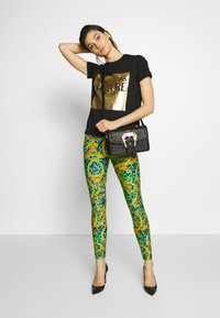 Versace Jeans Couture - LADY - Printtipaita - nero - 1