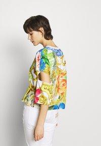 Versace Jeans Couture - LADY - T-shirt print - bianco ottico - 2