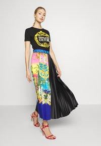 Versace Jeans Couture - LADY - Print T-shirt - black/gold - 1