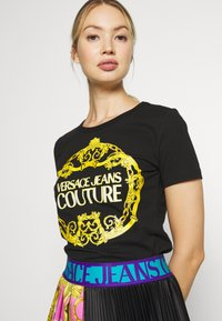 Versace Jeans Couture - LADY - Print T-shirt - black/gold - 5