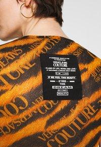 Versace Jeans Couture - Print T-shirt - black - 7