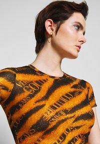 Versace Jeans Couture - Print T-shirt - black - 4
