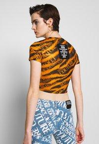 Versace Jeans Couture - Print T-shirt - black - 3