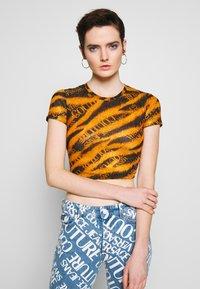 Versace Jeans Couture - Print T-shirt - black - 0