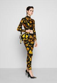 Versace Jeans Couture - Langærmede T-shirts - black - 1