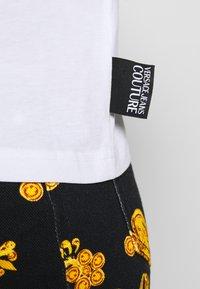 Versace Jeans Couture - Triko spotiskem - white - 4