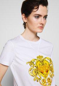 Versace Jeans Couture - Triko spotiskem - white - 3