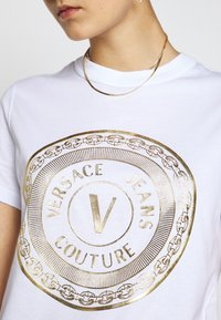 Versace Jeans Couture - T-shirts print - white - 5