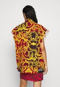 Versace Jeans Couture - LADY WAISTCOAT - Spijkerjas - racing red - 2
