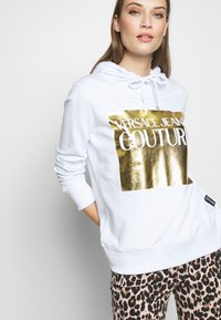 Versace Jeans Couture - LADY LIGHT SWEATER - Mikina skapucí - white - 3
