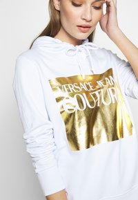 Versace Jeans Couture - LADY LIGHT SWEATER - Mikina skapucí - white - 5
