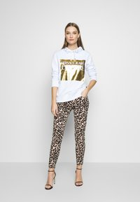 Versace Jeans Couture - LADY LIGHT SWEATER - Mikina skapucí - white - 1