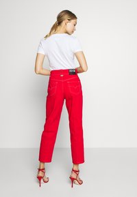 Versace Jeans Couture - LADY TROUSER - Džíny Straight Fit - racing red - 2