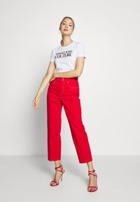 Versace Jeans Couture - LADY TROUSER - Džíny Straight Fit - racing red - 1