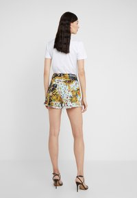 Versace Jeans Couture - Jeansshort - menta - 2