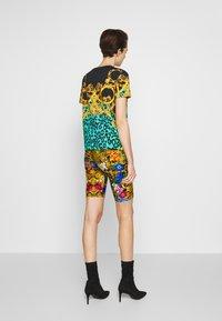 Versace Jeans Couture - LADY FUSEAUX - Shorts - multi-coloured - 2