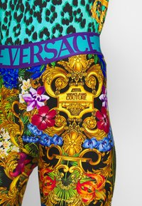 Versace Jeans Couture - LADY FUSEAUX - Shorts - multi-coloured - 5