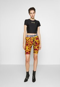 Versace Jeans Couture - LADY FUSEAUX - Shorts - racing red - 1
