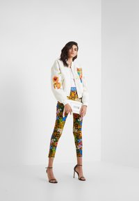 Versace Jeans Couture - LADY JACKET - Bomberjacka - panna - 1