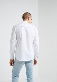 Versace Jeans Couture - CAMICIE UOMO - Skjorte - bianco ottico - 2