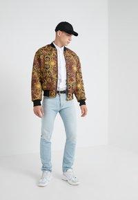 Versace Jeans Couture - CAMICIE UOMO - Skjorte - bianco ottico - 1
