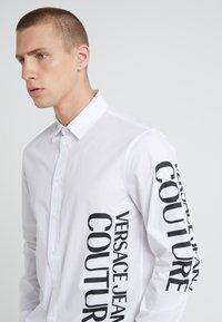 Versace Jeans Couture - CAMICIE UOMO - Shirt - bianco ottico - 4