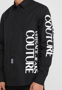 Versace Jeans Couture - CAMICIE UOMO - Skjorte - nero - 3
