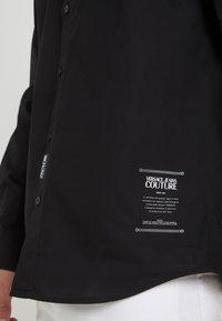 Versace Jeans Couture - CAMICIE  - Camicia - nero - 6