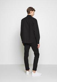 Versace Jeans Couture - LABEL LOGO  - Camicia - black - 2