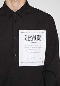 Versace Jeans Couture - LABEL LOGO  - Camicia - black - 5