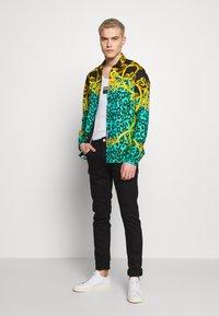 Versace Jeans Couture - LEO ALLOVER SHIRT - Shirt - pure mint - 1