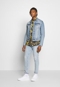 Versace Jeans Couture - ALLOVER PRINT - Hemd - blue - 1