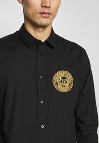 Versace Jeans Couture - PATCH NO 'BE BAROQUE' PATCH - Camicia - black - 5