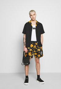 Versace Jeans Couture - BOWLING GIOIELLI PRINT - Overhemd - black - 1