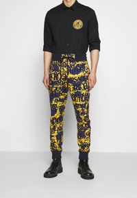 Versace Jeans Couture - ALLOVER PRINT JOGGERS - Trainingsbroek - blue - 0