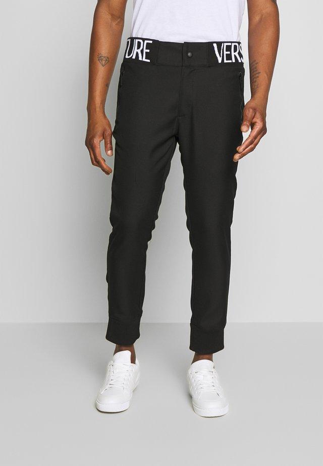 BAND LOGO TAILORED - Spodnie materiałowe - black