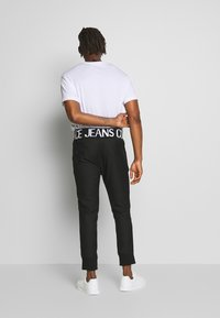 Versace Jeans Couture - BAND LOGO TAILORED - Kalhoty - black - 2